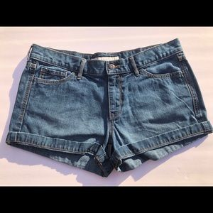 Old Navy low rise jean shorts size 10.